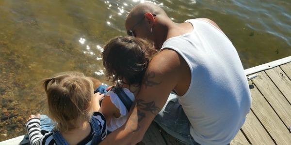 Alleenstaande vader met 2 kinderen