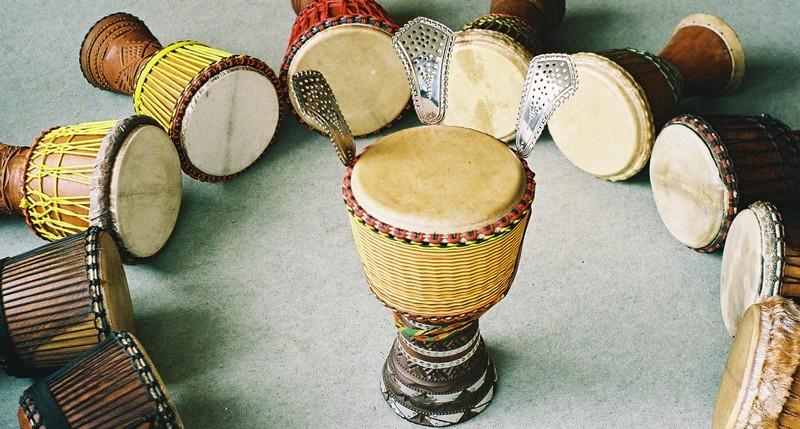 Djembé spelen…, alleen maar trommelen?