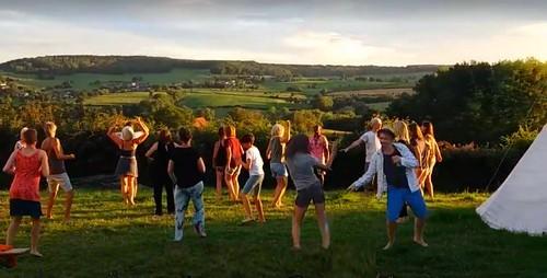 Zoomerweken workshops, samen,  dansen doen, ontmoeten, dansen, masseren, mediteren, djèmbé, sporttheater, naturequest en meer